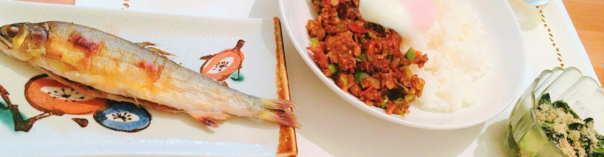 料理「温玉キーマカレー&あゆの塩焼き」