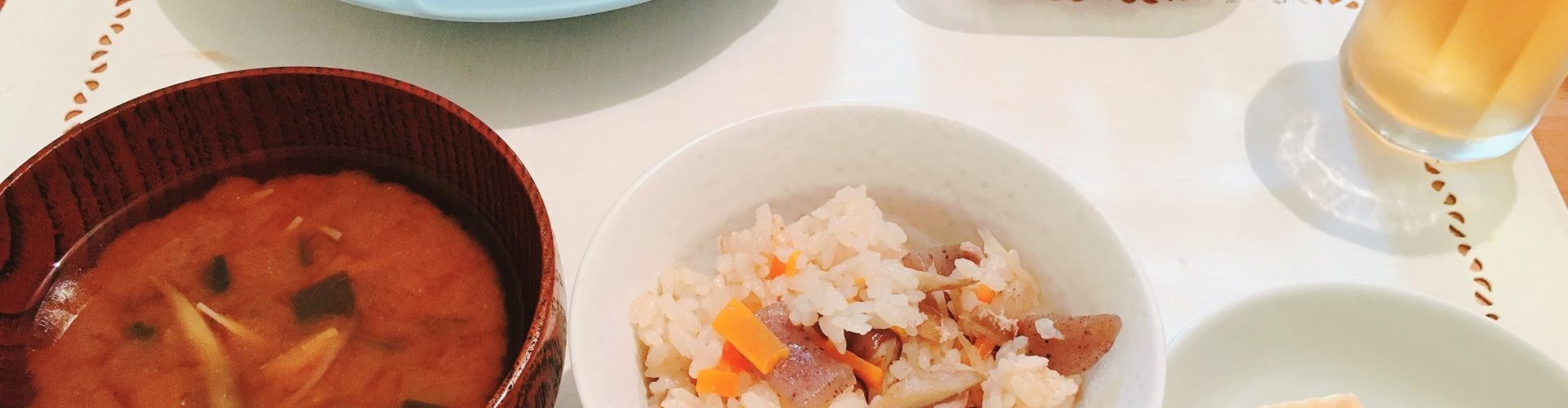夕ご飯「炊き込みご飯&冷奴&赤だしの味噌汁」